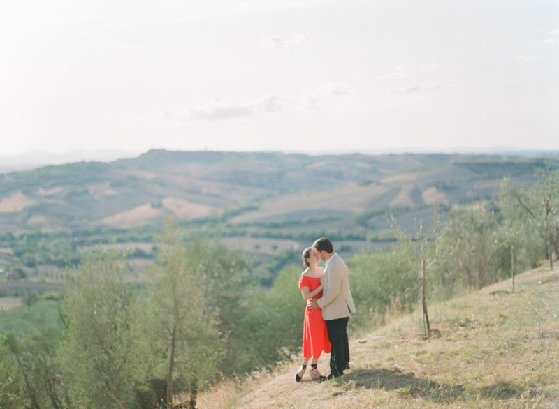 Engagement photos in Val d'orcia