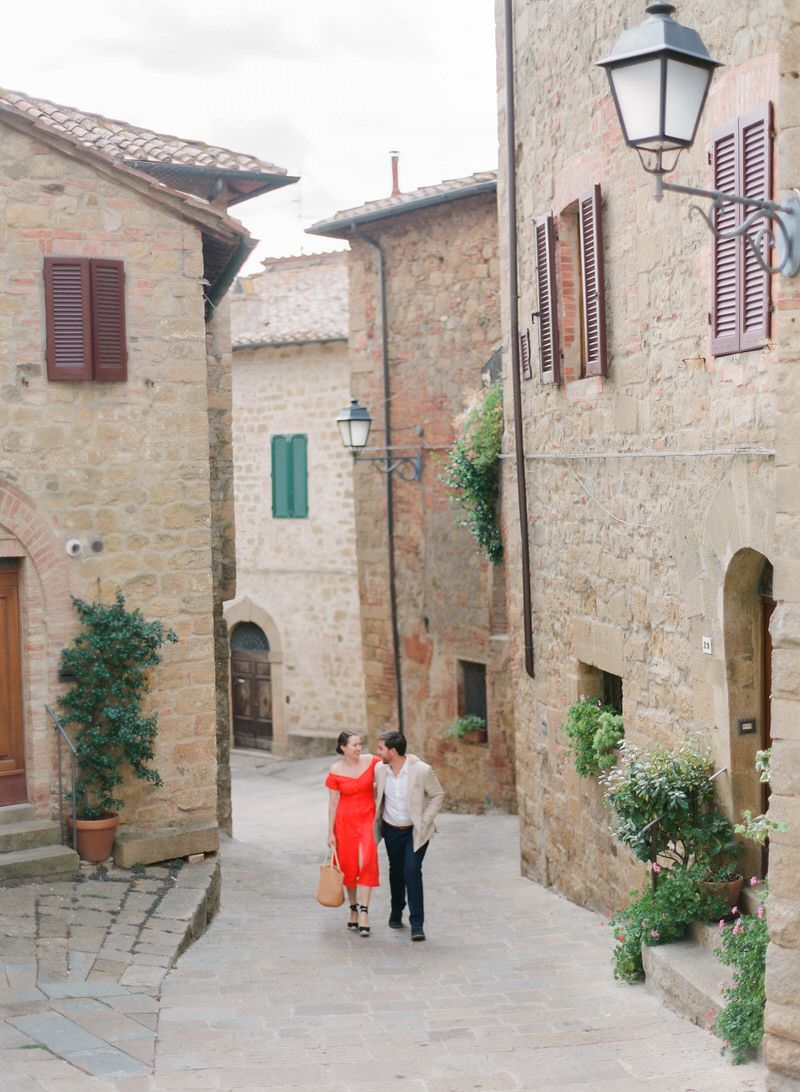 Couple in Tuscany