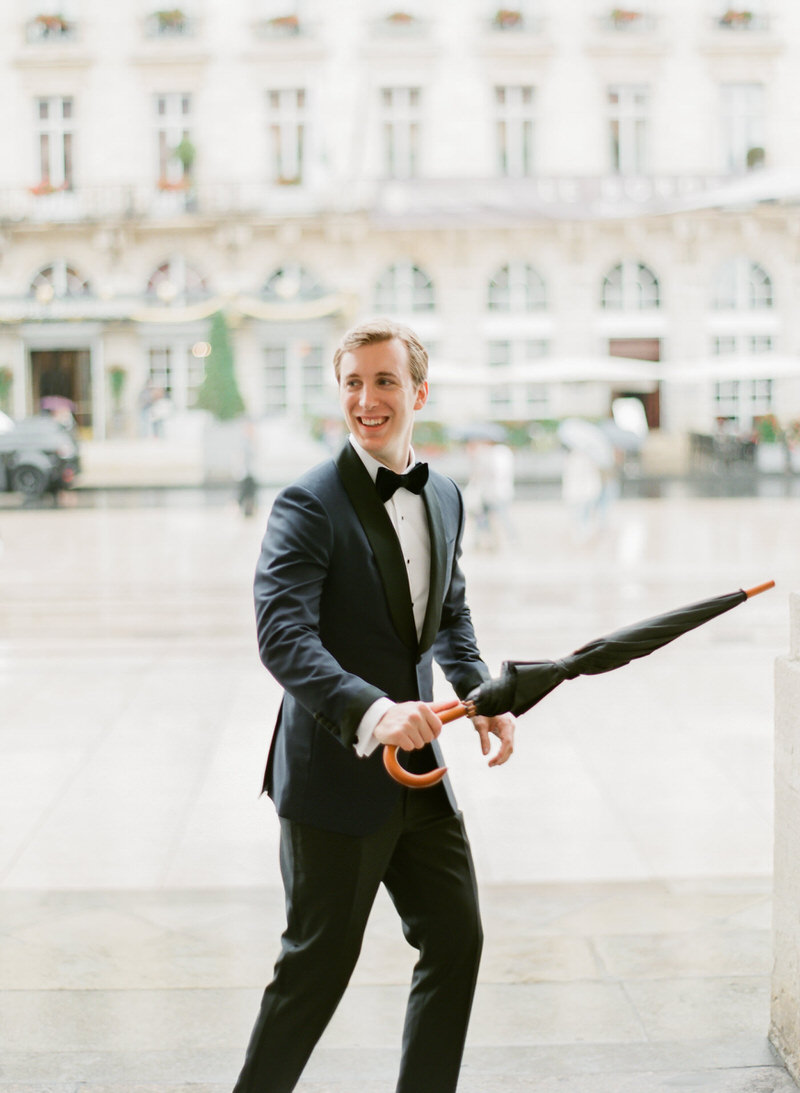 Portrait of the groom in Bordeaux