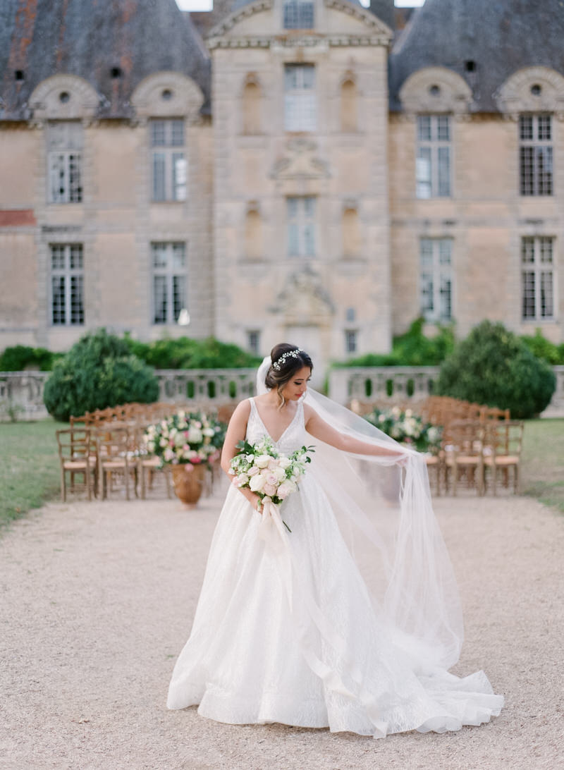 Portrait of the bride in front of the chateau