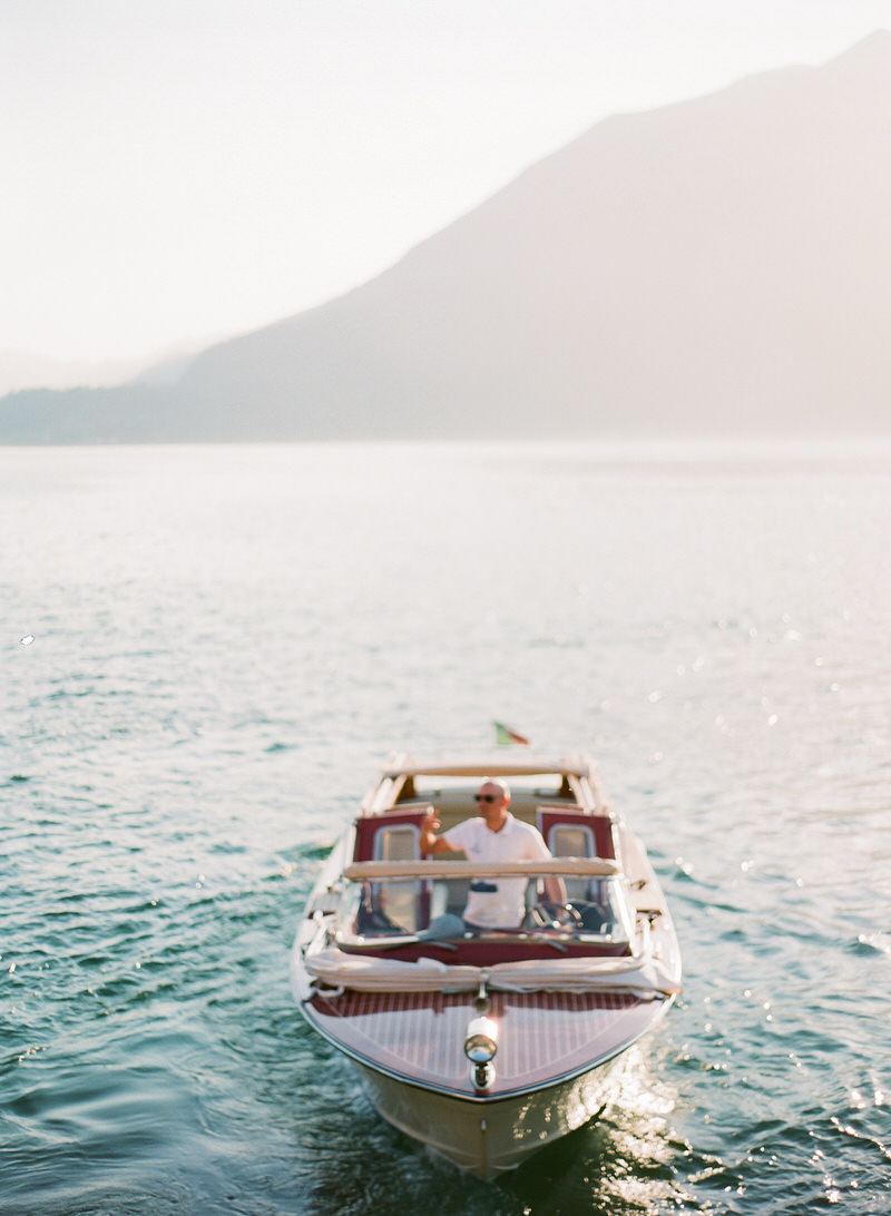 Photoshoot on a boat in Lake Como