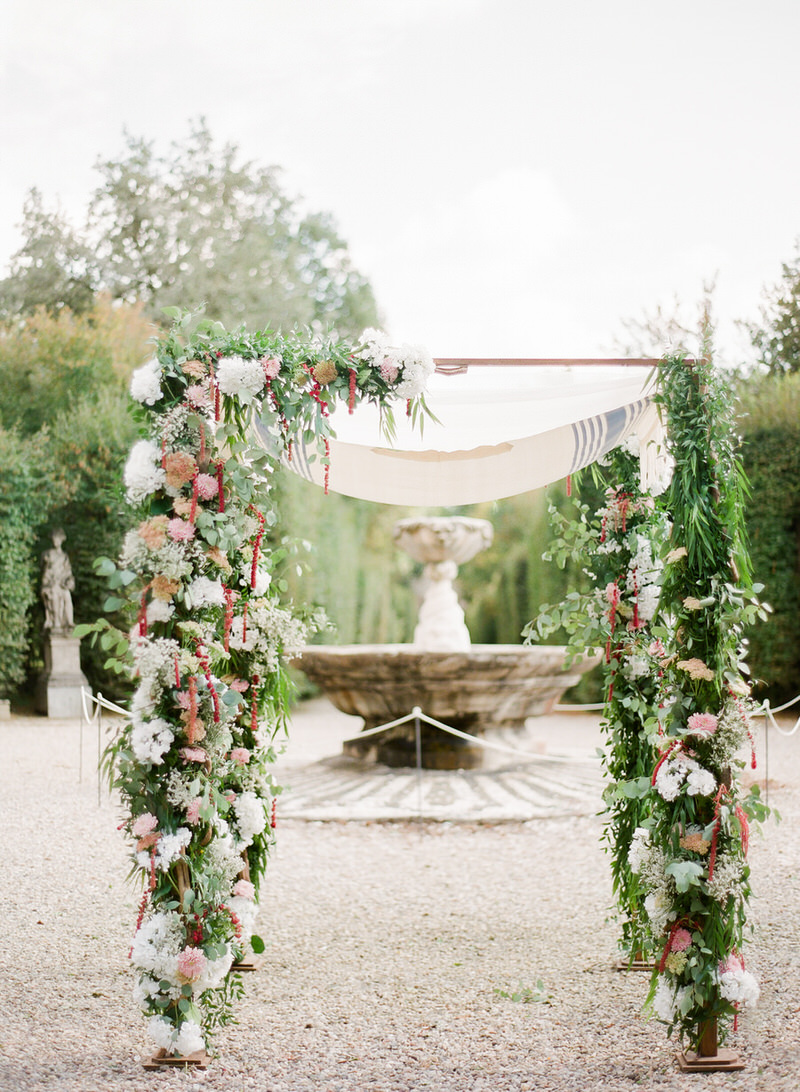 Beautiful chuppah at Villa Arconati