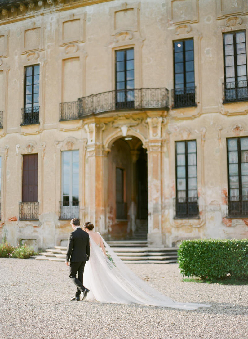 Wedding Portraits at Villa Arconati by Peter and Veronika