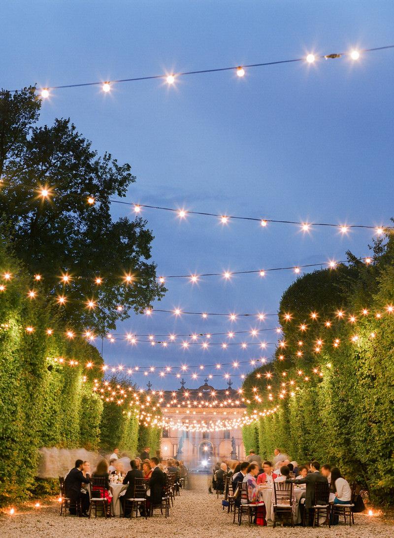 Outdoor reception at villa Arconati