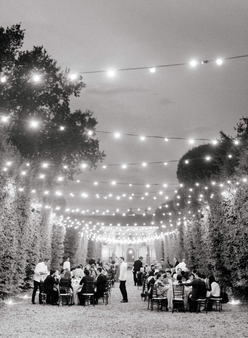 Outdoor reception at villa Arconati by Peter and Veronika